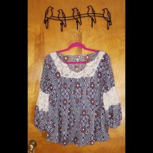 Como Vintage Sheer Top with Lace accents